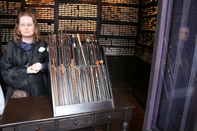 A review of wands and wand activities at universal studios for Gregorovitch wands
